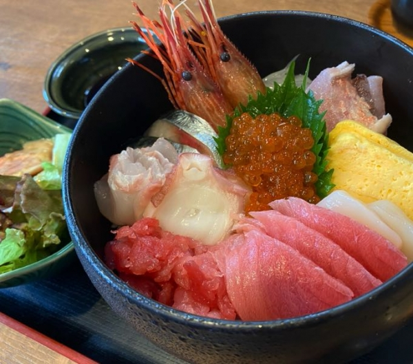 市場の海鮮丼